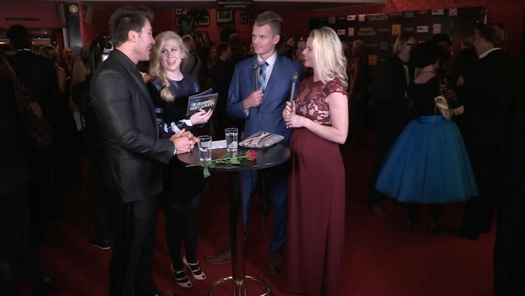 VISTE MAGEN: Cathrine Larsåsen viste fram sin gravide mage da hun ankom festen. Foto: Se og Hør
