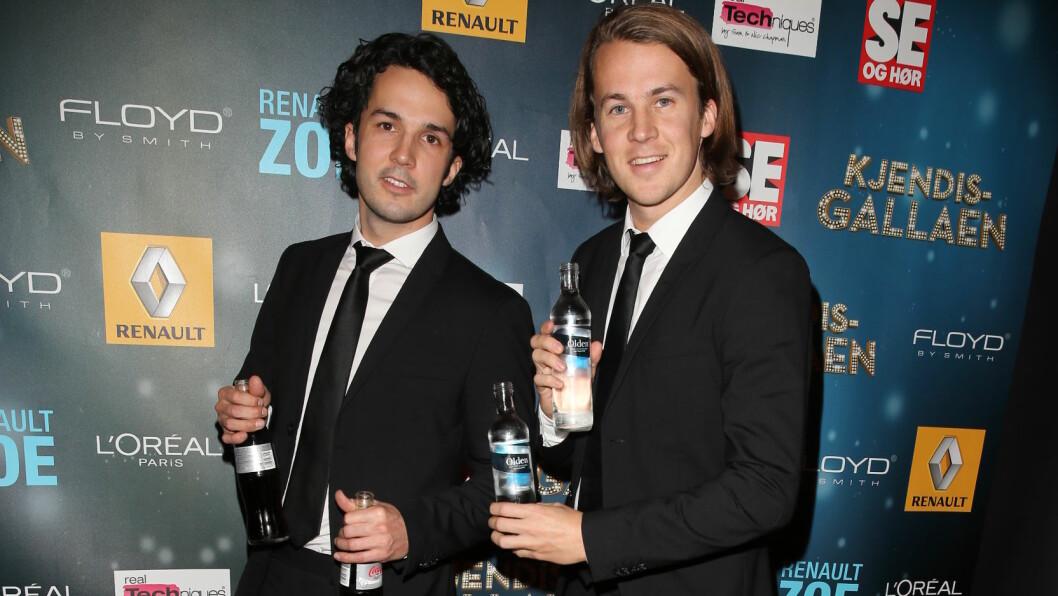 FLASKER SEG MED PRISER: Vegard og Bård Ylvisåker vant «Årets TV-navn» for andre året på rad. Foto: Andreas Fadum/Se og Hør