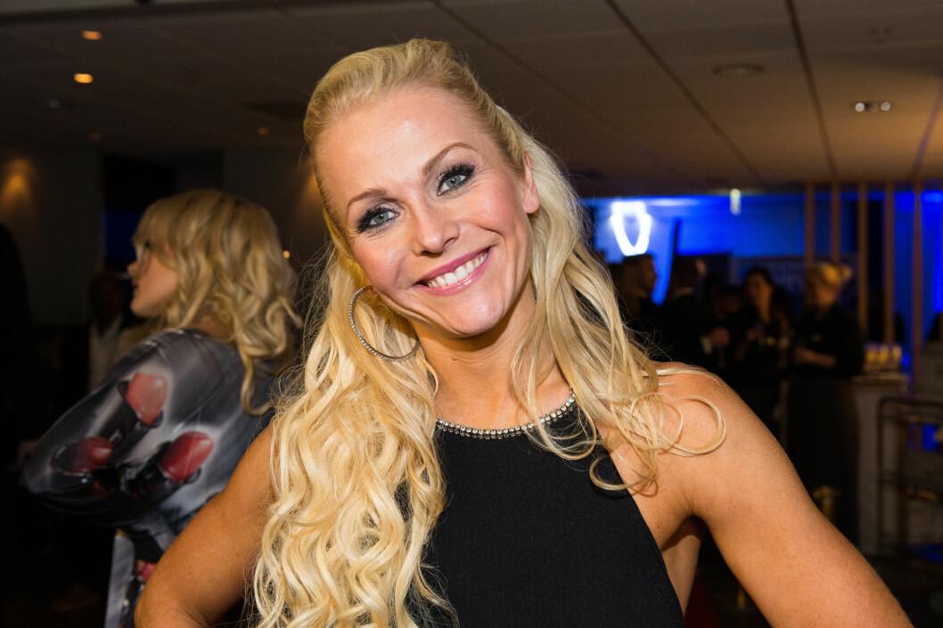TOK TIL TÅRENE: Skal vi danse-dommer Gyda Bloch Thorsen ble rørt av dansingen i finalen, men fikk smilet raskt tilbake. Foto: Tor Gunnar Berland / Stella Pictures