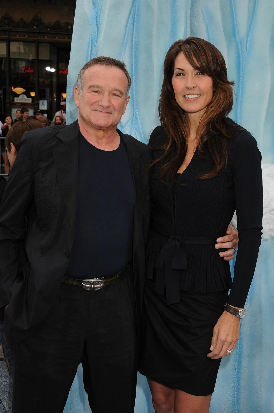 STØTTE: De tre siste årene han levde var Robin Williams gift med Susan Schneider. Her er paret avbildet sammen på «Happy Feet 2»-premieren høsten 2011, da de var nygifte. Foto: Stella Pictures