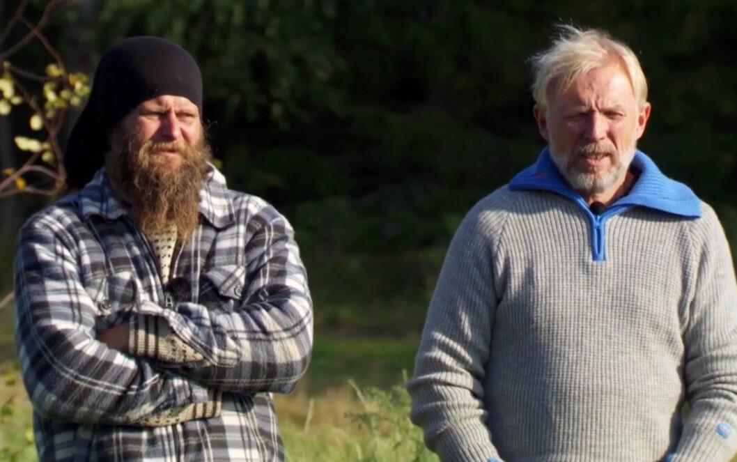 SLÅR TILBAKE: - Det er første gang på mine 56 år at jeg har fått kjeft på den måten. Og det av en voksen mann også. En voksen mann, som i tillegg er politiker! Jeg synes virkelig han kunne holdt seg for god til dette, sier Finn Olav Odde (t.h), som slo ut Frank Tore Aniksdal (t.v) i søndagens «Farmen».