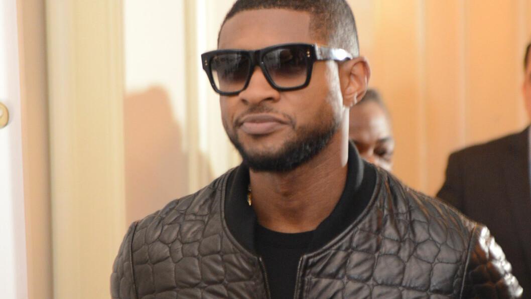 LUKSUSDYR: Sangstjernen Usher syntes det ble for ekstravagant å leve som veganer i lengden, ettersom han hadde en privat kokk som lagde vegansk gourmetmat til ham. Her er han på en celeber middag i slutten av september. Foto: Splash News/ All Over Press
