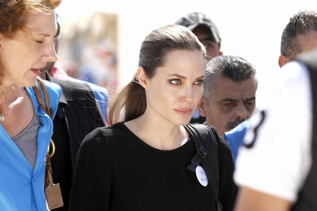 ENGASJERT: Møtet med flyktningebarna i Zaatari gjorde sterkt inntrykk på Angelina Jolie. Foto: All Over Press
