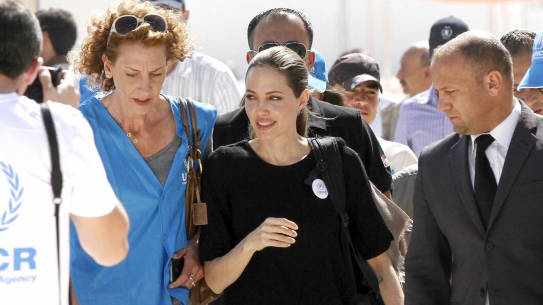 I JORDAN: Her besøker Angelina Jolie den samme flyktningeleiren. Foto: All Over Press
