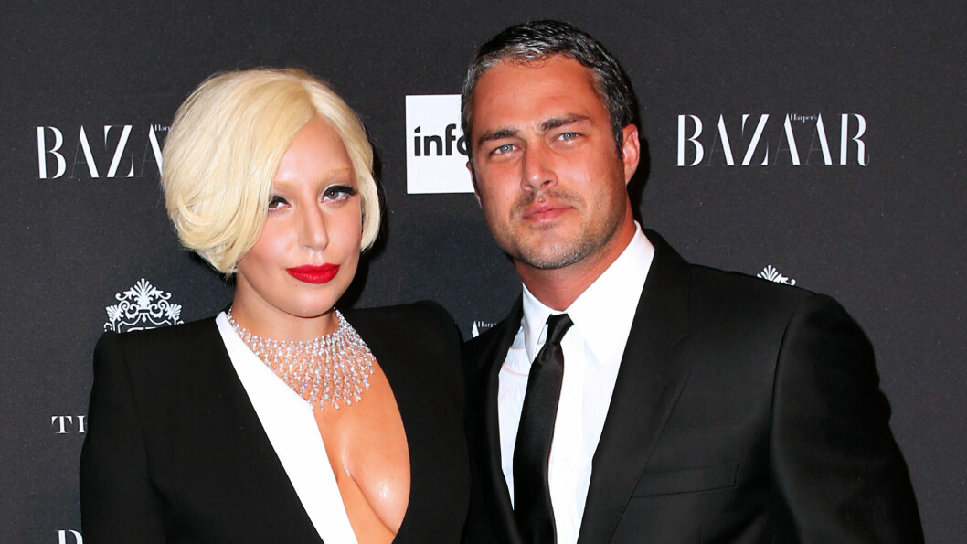 SJELDENT SYN: I september stilte Lady Gaga opp til fotografering med kjæresten Taylor Kinney i New York på et event i regi av Harper's Bazaar. Foto: All Over Press