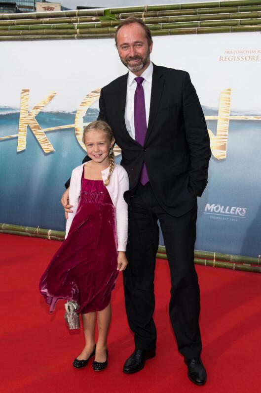 PAPPA: Haddy N'jie og Trond Giske ble tidligere i år et par. Her er Ap-politikeren fotografert med datteren Una under den kongelige Kon-Tiki-premieren i Oslo i 2012. Foto: Stella Pictures