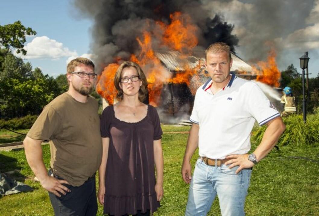 VOND LØSNING: - Det er bare å kvitte seg med hele huset, sa Sinnasnekkern Otto Robsahm til Daina og Hans Martin Molvik.  Foto: Tor Lindseth