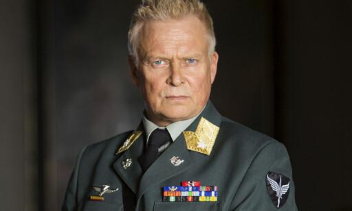 EN PLAN: FSK-sjef Jørund Ekeberg legger en plan for å få Erling inn på hotellet der oljeavtalen skal signeres. Foto: NRK