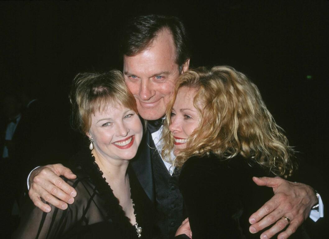 "I LYKKELIGERE TIDER: Stephen Collins med eks-kona Faye Grant og hans kone i  ""7th Heaven"", Catherine Hicks, i  2002. Foto: All Over Press"