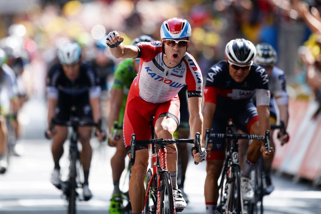 PÅ TO HJUL: Alexander Kristoff startet proffkarrieren i 2010. Han vant bronse under landeveisrittet i Sommer-OL i London i 2012. Her fra Tour de France i sommer.  Foto: All Over Press