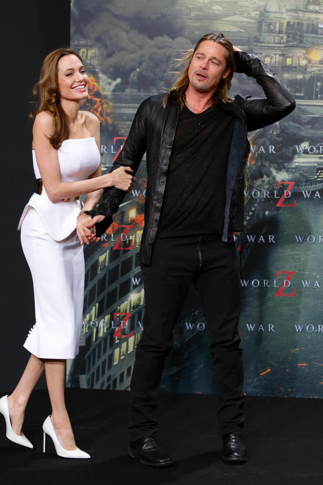SA JA I FRANKRIKE: Angelina Jolie og Brad Pitt. Bildet er ikke fra bryllupet. Foto: All Over