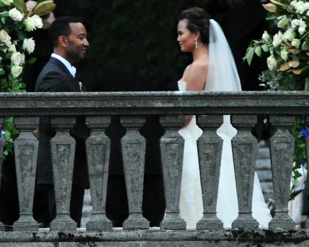 SA JA I ITALIA: John Legend og Chrissy Teigen. Foto: All Over