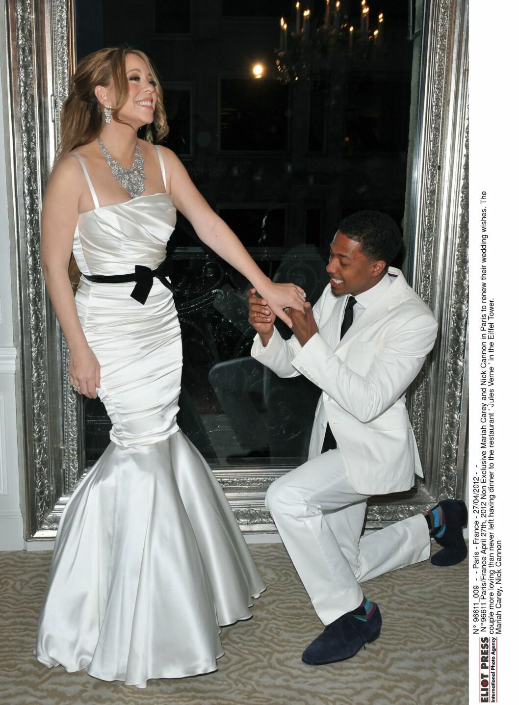 SA JA PÅ BAHAMAS: Mariah Carey og Nick Cannon. Bildet er fra da de fornyet ekteskapsløftene i Paris i 2012. Foto: All Over