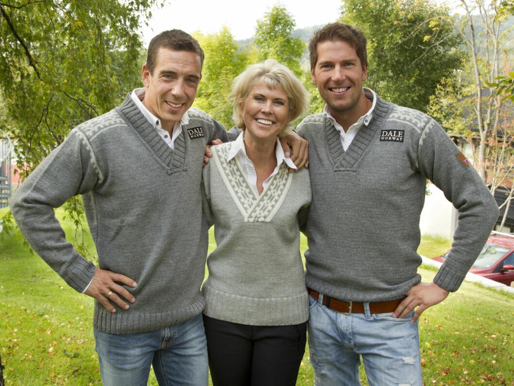 <strong>MED GUTTABOYS:</strong> Dale of Norway-eier Hilde Midthjell smilte stolt mellom Eldar Rønning og Chris Jespersen. Foto: Oddvar Walle Jensen / Se og Hør