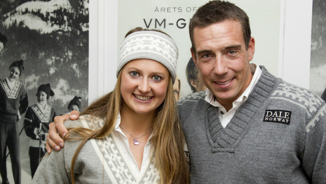 <strong>FORNØYD DUO:</strong> Skistjernene Ingvild Flugstad Østberg og Eldar Rønning stilte opp som modeller da VM-genseren for 2015 ble lansert torsdag. Foto: Oddvar Walle Jensen / Se og Hør