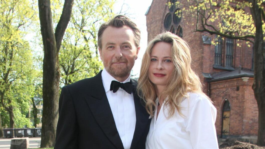 <strong>LYKKELIGE:</strong> Fredrik Skavlan og Maria Bonnevie har vært sammen i åtte år og har et barn sammen. Her er paret i bryllupet til Fredriks niese Jenny Skavlan da hun giftet seg tidligere i år. Foto: FameFlynet Norway