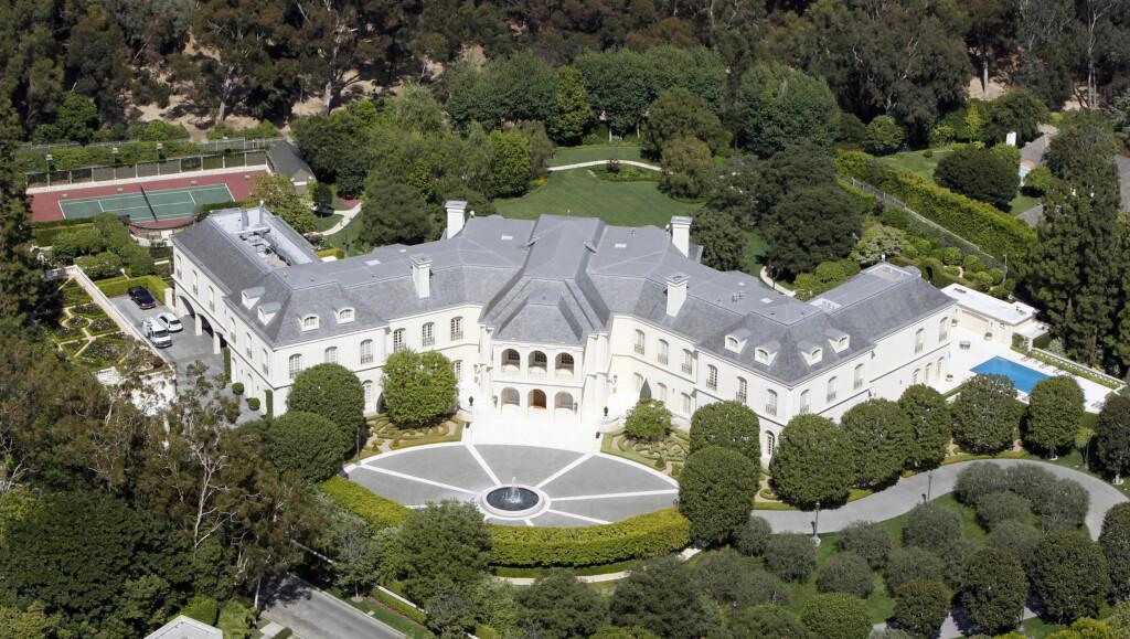 HUNDEHUS: Milliard-arving Petra Ecclestone brukte over 520 millioner kroner på dette giganthuset for at hundene hennes skulle få bedre plass.  Foto: All Over Press