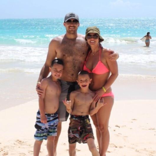 IDYLLEN SPRAKK: David Lucado hadde rukket å knytte sterke bånd med Britney Spears' to sønner Jayden James og Sean Preston. Dette er tatt fra en familietur til Hawaii i mars. Paret var kjærester i 15 måneder. Foto: Stella Pictures