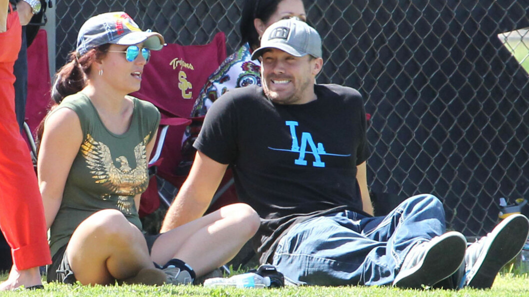 VAR UTRO: Britney Spears' kjæreste David Lucado gjorde det siste en kjæreste skal gjøre - kysset en annen kvinne mens han var i et forhold. Her fra lykkelige tider i mars i år. Foto: FameFlynet