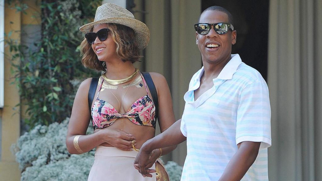 FRANSKE FØLELSER I ITALIA: Beyoncé Knowles-Carter og Jay Z har vært utsatt for bruddrykter de siste månedene. Da de ferierte sammen i Portofino i Italia i helgen gjorde de sitt hittil mest overbevisende forsøk på å bevise at ekteskapet er bunnsolid.  Foto: Splash News/ All Over Press