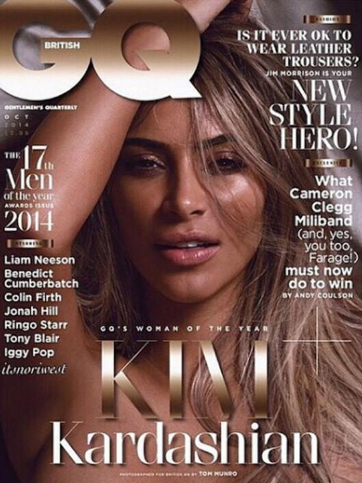 PRYDER FORSIDEN: Kardashian viser seg fram på forsiden av oktoberutgaven av bladet. Inne i bladet viser hun seg uten en tråd.  Foto: Faksimile GQ