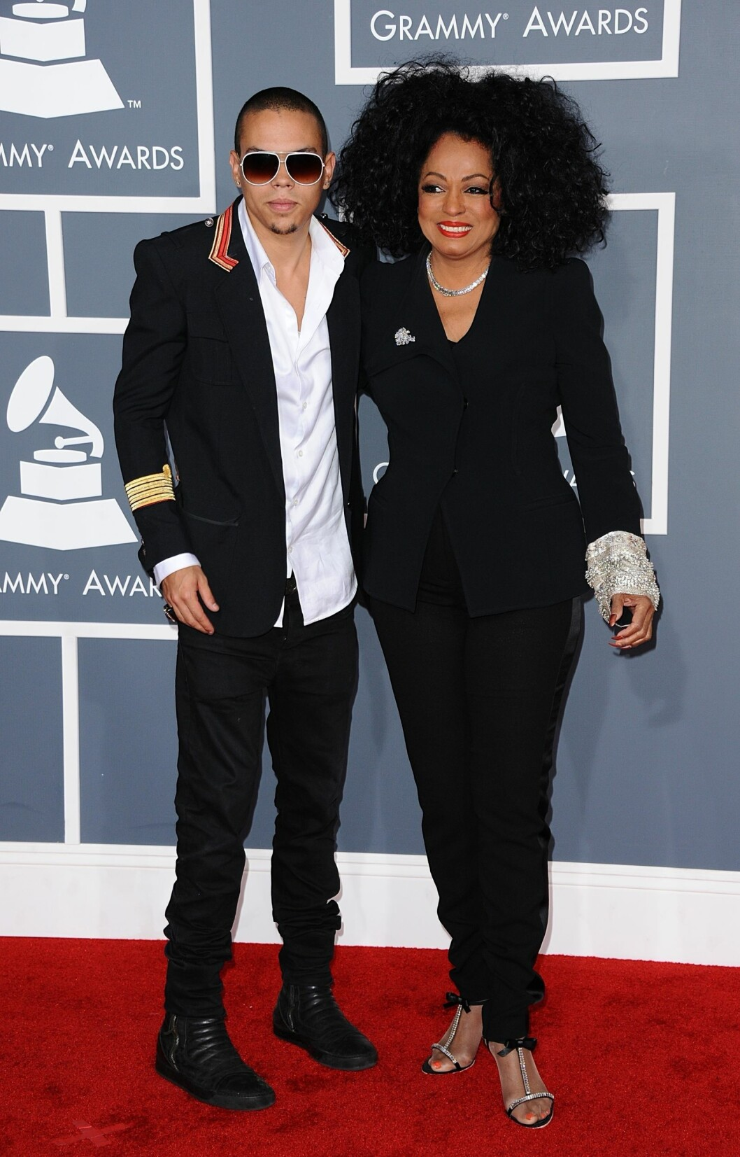 NÆRT FORHOLD: Diana Ross bidro på flere måter da sønnen Evan Olav stod brudgom lørdag. Her er mor og sønn sammen på Grammy Awards i L.A. i februar 2012. Foto: Stella Pictures
