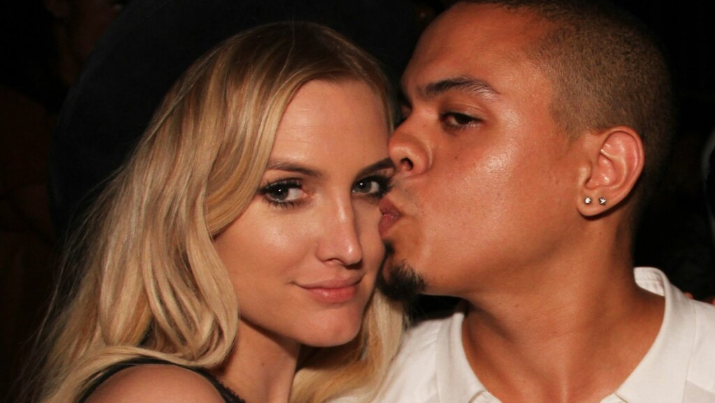 GIFTET SEG: Ashlee Simpson og Evan Olav Ross  Foto: All Over Press