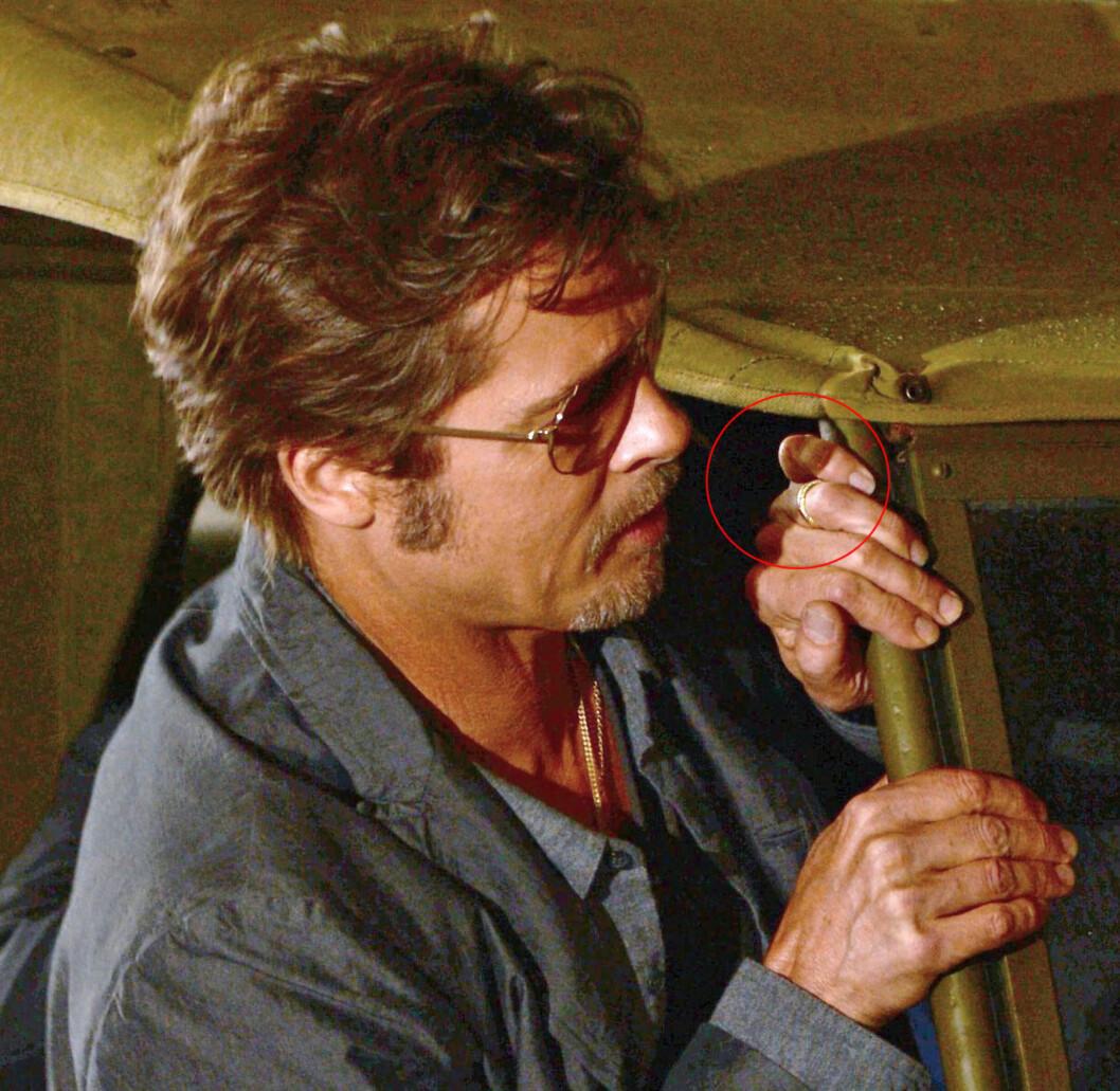 VISTE FREM GIFTERINGEN: Brad Pitt viste frem det som antas å være hans giftering, da han torsdag dukket opp på pressetreffet til sin nye film «Fury» i Storbritannia. Foto: All Over Press