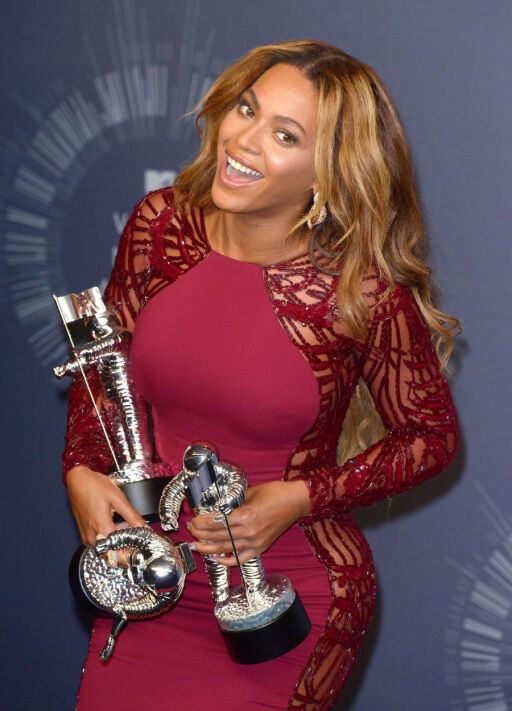 KUNNE JUBLE: Beyoncé Knowles vant hele fire priser under nattens MTV VMA-prisgalla. Foto: REX/Stewart Cook/All Over Press