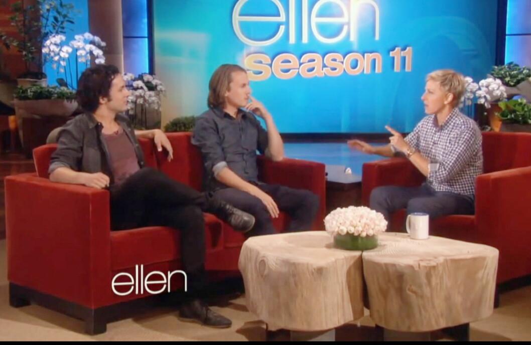 <strong>ÉN, TO, TRE:</strong> Ellen DeGeneres tjener 123 millioner kroner i året på TV-showet sitt. Her har hun besøk av Ylvis-gutta. Foto: All Over Press