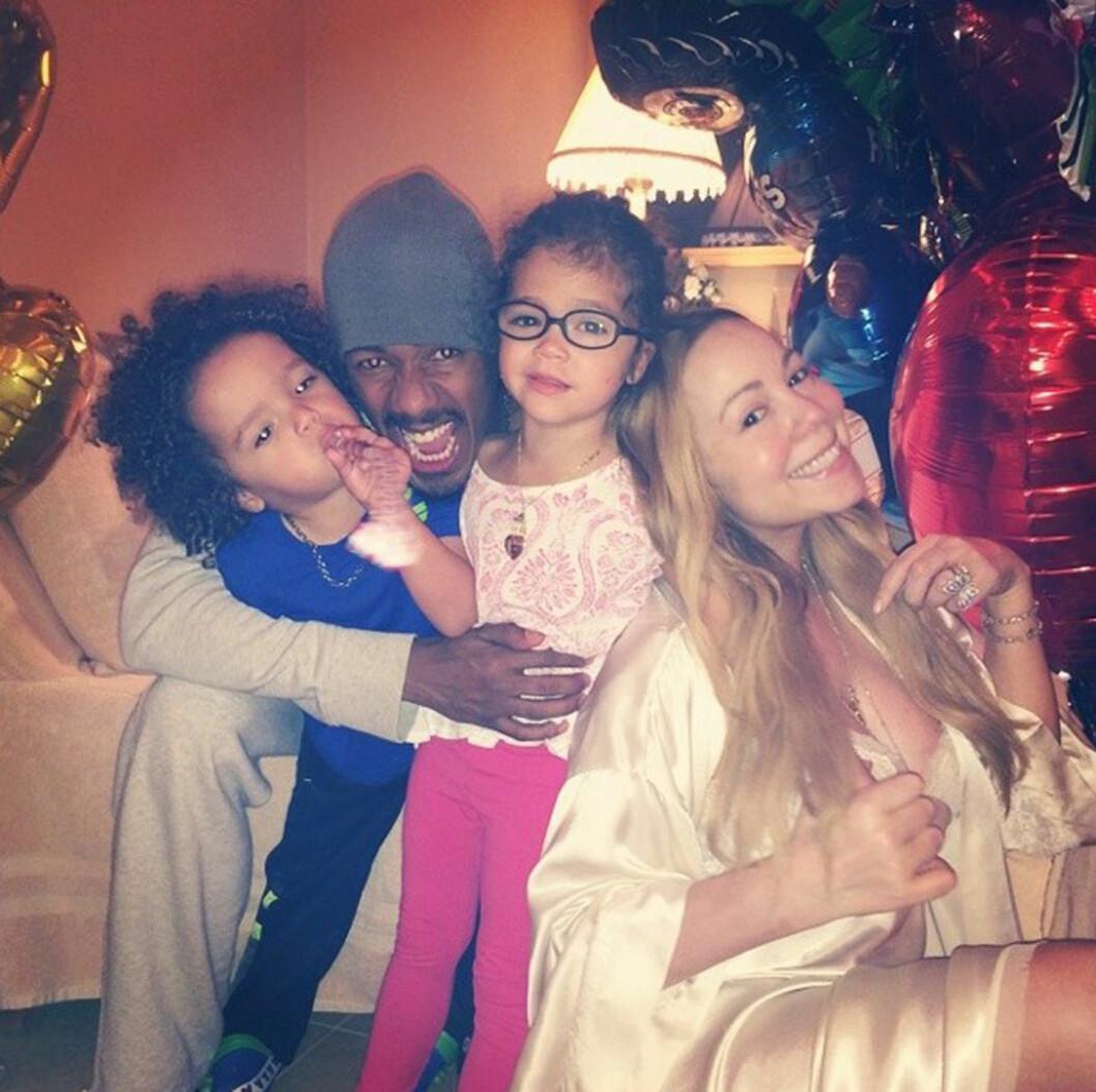 FAMILIEN: Mariah Carey og Nick Cannon med tvillingene Monroe og Moroccan. Foto: NO CREDIT/All Over Press