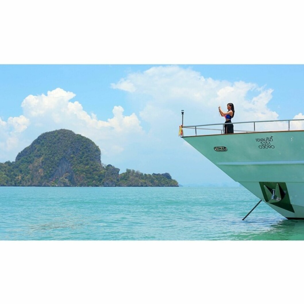 FERIESELFIE: Her tar Kim en selfie på ferie i Thailand. Foto: Instagram/KimKardashian