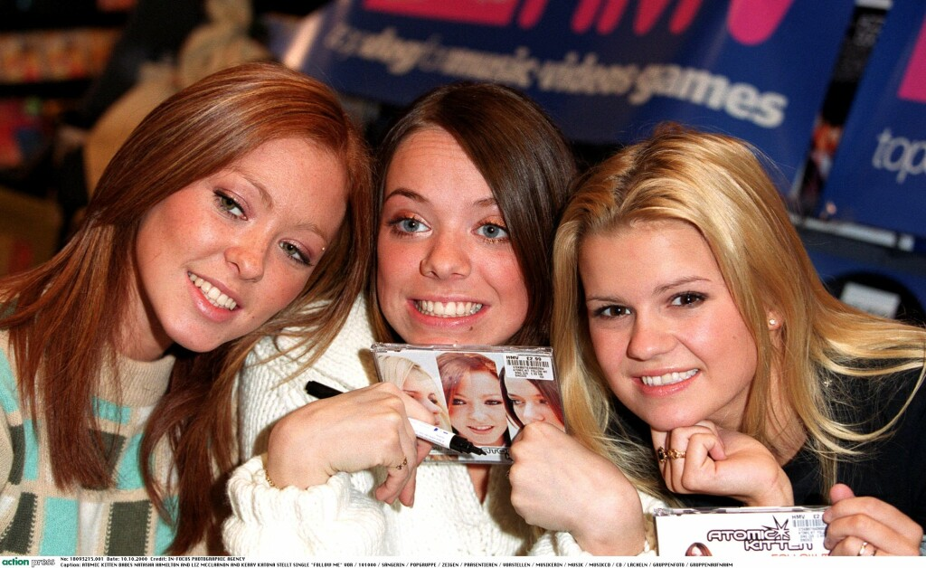 POPSUKSESS: Kerry Katona (t.h.) sammen med Atomic Kitten-kollegene Natasha Hamilton og Liz McClarnon i år 2000.  Foto: action press/All Over Press