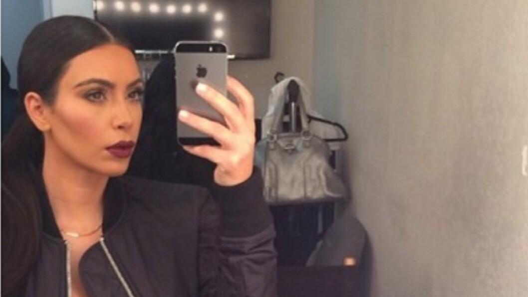 SELFIE: Kim tar 1200 selfies om dagen, ifølge DailyMail.