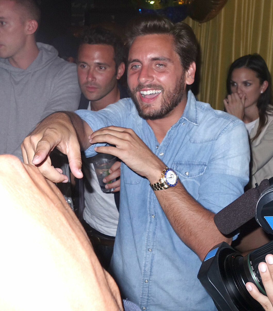 PARTYHUMØR: Scott Disick virket å kose seg på nattklubben, men så relativt beruset ut. Foto: Splash News/All Over Press