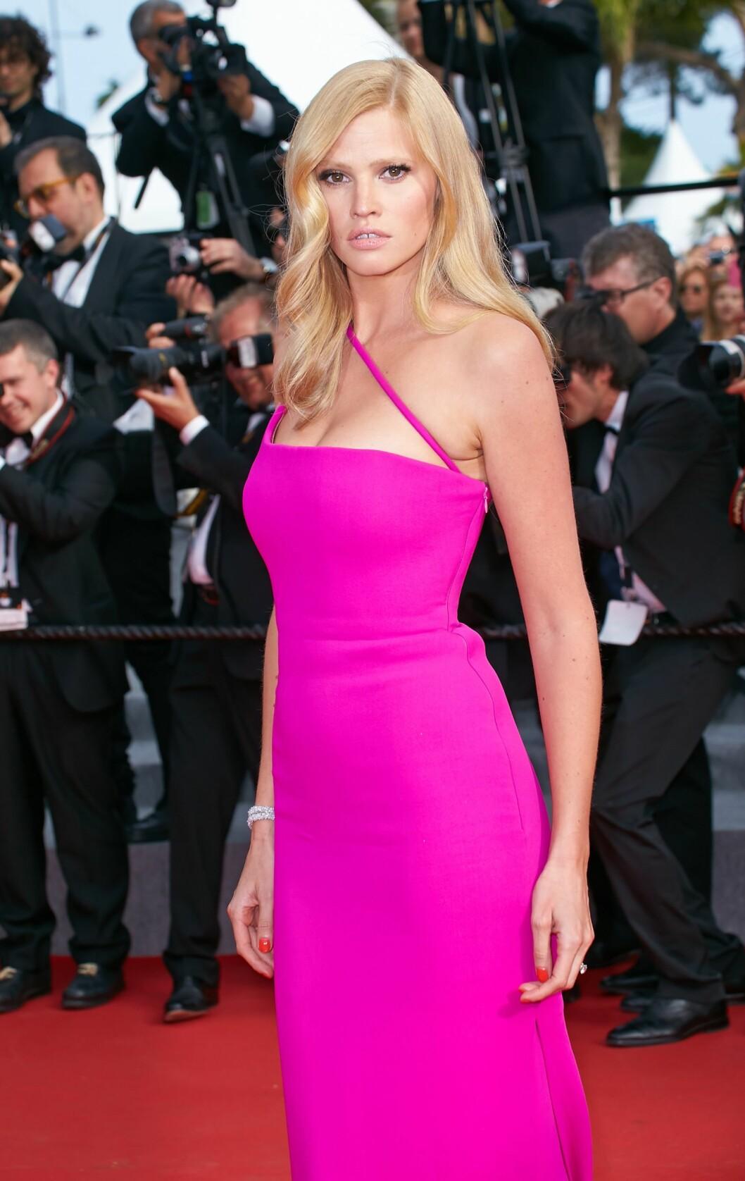 SKJØNNHET: Lara Stone har alltid vært kjent for sine flotte former, og noen hengepupper var det ikke så lett å få øye på i Cannes i mai.   Foto: Action press/All Over Press