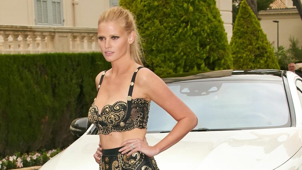 BRYR SEG IKKE: Supermodell Lara Stone ser knakende godt ut etter at hun ble mor våren 2013, som her under filmfestivalen i Cannes i mai. Hun innrømmer likevel at kroppen hennes ikke er som før, men understreker at det å ha blitt mor er mye viktigere.  Foto: Action press/All Over Press