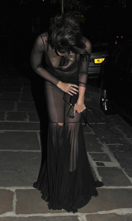 OOPS: Det tynne stoffet i kjolen tålte vist ikke den heftige festingen så godt, noe Daisy la merke til på vei fra nattklubben i Covent Garden. Foto: REX/All Over Press