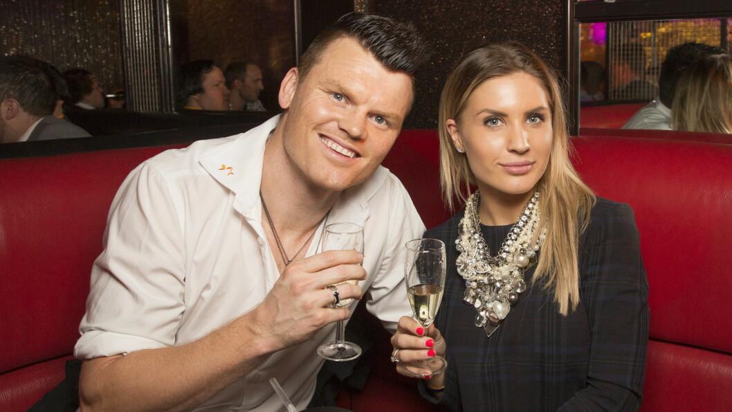 KJENDISSPEKKET: Skiskytter-ess Emil Hegle Svendsen (28) og TV 2-kjæresten Samantha Skogrand (24) samt fotballkompisen John Carew (34) er bare noen av kjendisgjestene som kommer i bryllupet.