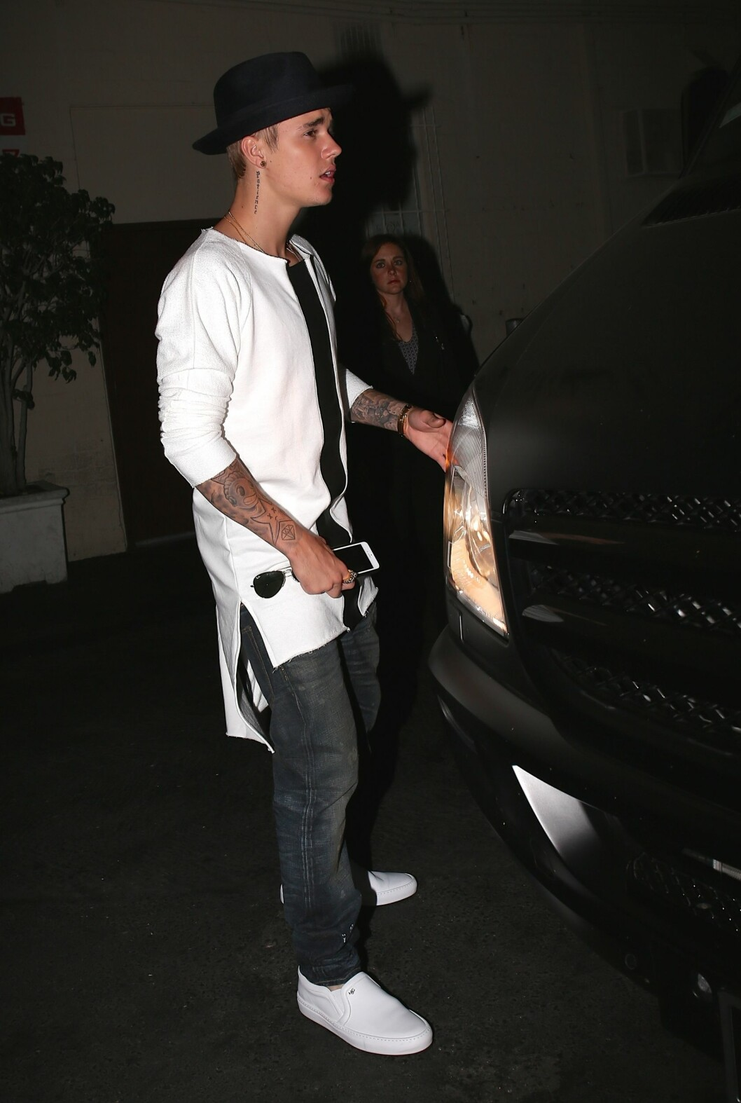 121413, EXCLUSIVE: Singer Justin Bieber leaves Mastro's Steakhouse after having a dinner date with girlfriend Selena Gomez in Beverly Hills. Beverly Hills, California - Friday June 20, 2014. Photograph: ?? Devone Byrd, PacificCoastNews. Los Angeles Office: +1 310.822.0419 London Office: +44 208.090.4079 sales@pacificcoastnews.com FEE MUST BE AGREED PRIOR TO USAGE  All Over Press Foto: Devone Byrd, PacificCoastNews/Al