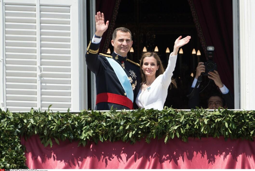 NYTT KONGEPAR: Letizia og Felipe er Spanias nye kongepar, men Juan Carlos og Sofia vil fortsatt tituleres som konge og dronning. Foto: NIVIERE/SIPA/All Over Press