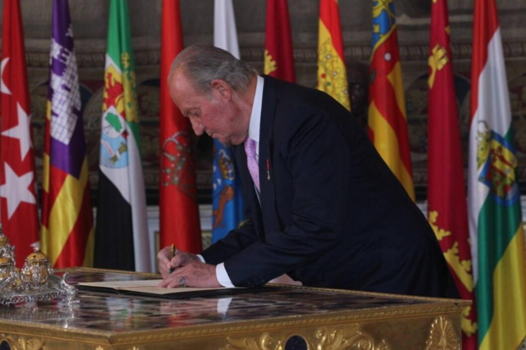 SISTE DAG PÅ JOBB: 18.juni signerte Juan Carlos abdikasjonspapirene. Han beholder imidlertif fortsatt sin immunitet, og kan blant annet ikke straffeforføles.  Foto: All Over Press