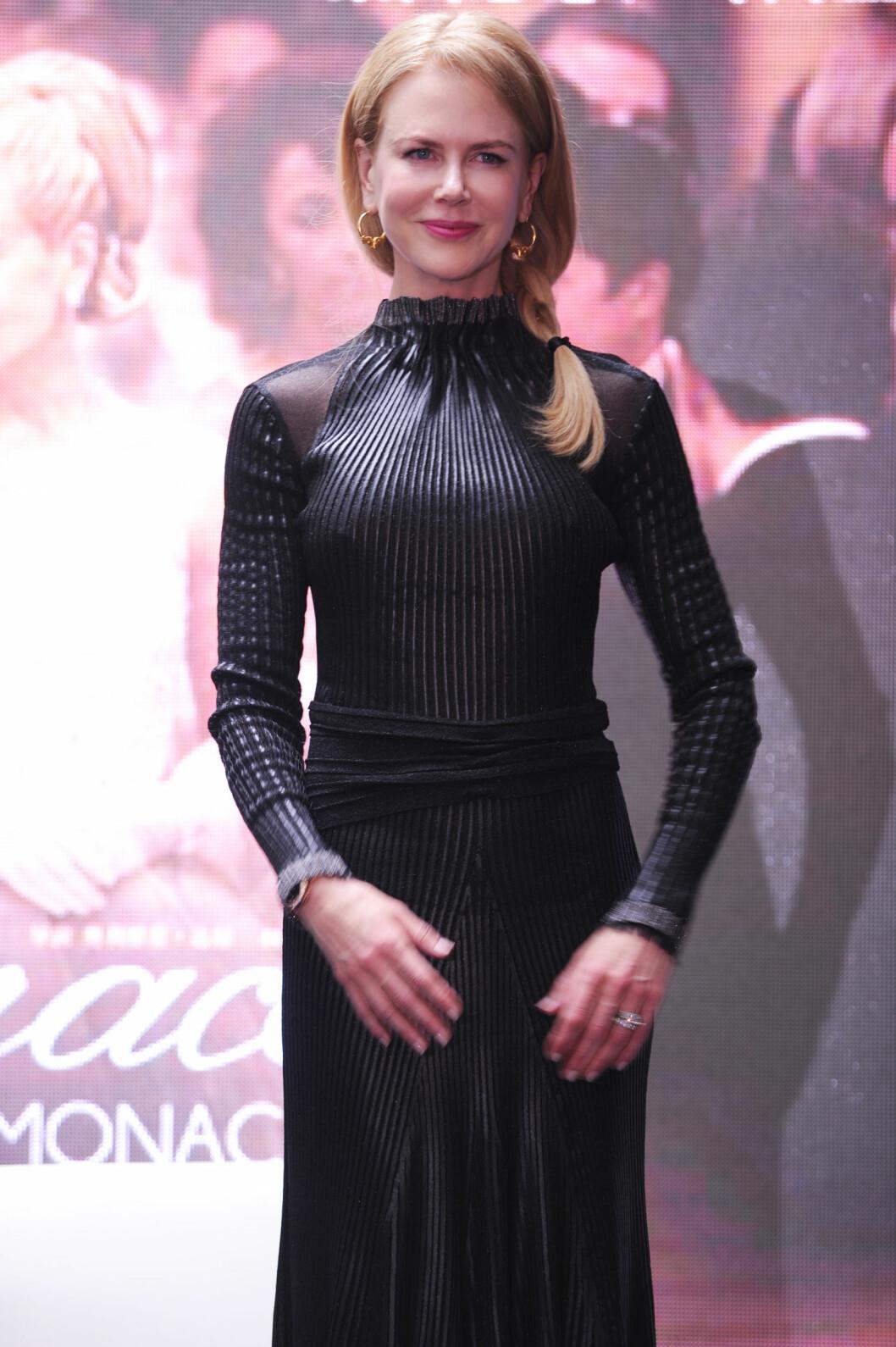 TILDEKKET: I etterkant av silikon-ryktene har Nicole Kidman dekket seg til mer enn normalt. Her er hun under filmfestivalen i Shanghai søndag.  Foto: action press/All Over Press