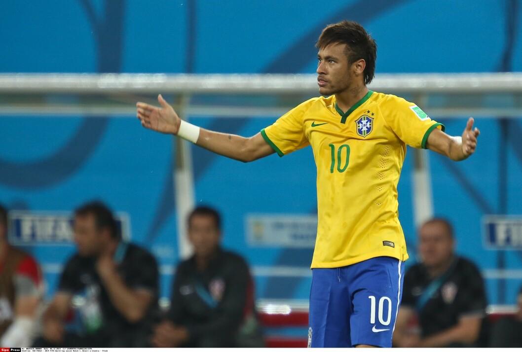 <strong>TO MÅL:</strong> Neymar delte overskriftene med dommeren i åpningskampen i fotball-VM med sine to scoringer mot Kroatia. Foto: LAURENTVU/TAAMALLAH/SIPA/All Over Press