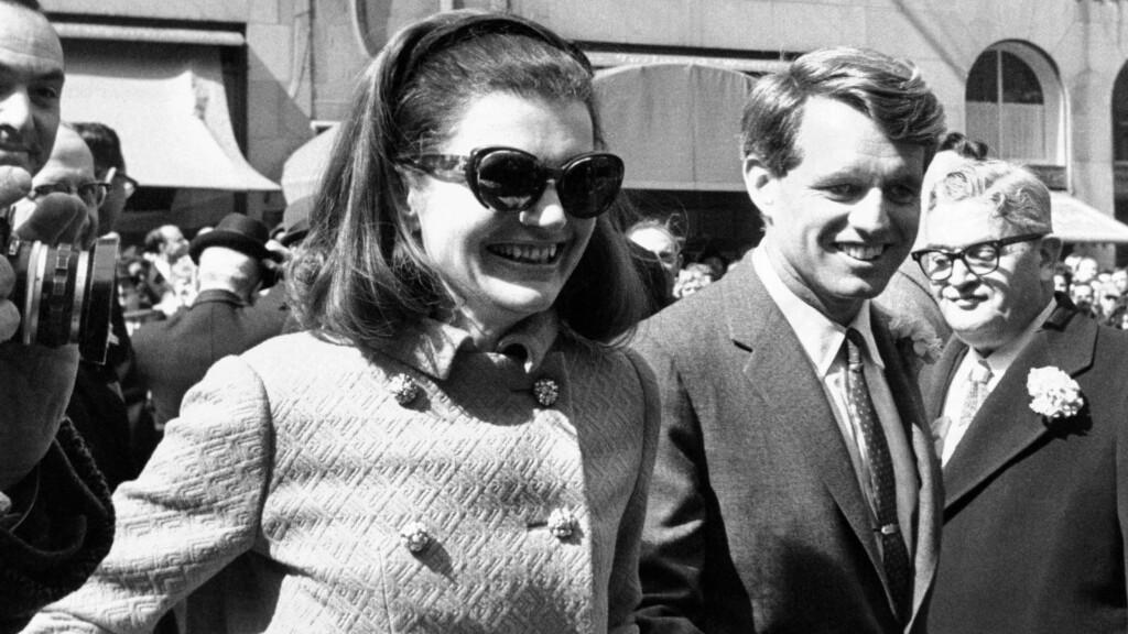 FIKK MER ENN TRØST: Jacqueline Kennedy innledet et forhold til sin svoger, godt gifte senator Robert Kennedy, kort tid etter ektemannens død.  Foto: All Over