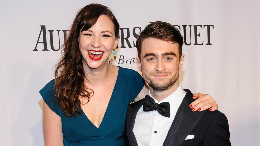 DEBUTERTE: Under Tony Awards søndag var første gangen Daniel Radcliffe lot seg fotografere sammen med kjæresten Erin Darke. De to har vært et par i rundt to år.  Foto: SartorialPhoto / Splash News/ All Over Press