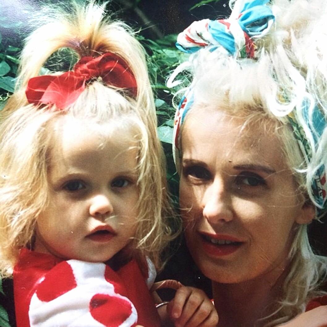 MOR OG DATTER LED SAMME SKJEBNE: Paula Yates ble funnet død av en overdose heroin i september 2000, da Peaches bare var 11 år gammel. Foto: Supplied by LMK Media/All Over P