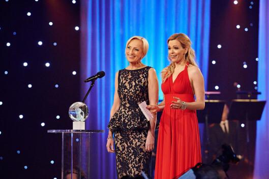 SPORTSKVINNER: Carina Olset og NRK-kollega Karen Marie Ellefsen på Idrettsgallaen på Hamar 2013. Foto: Stella Pictures