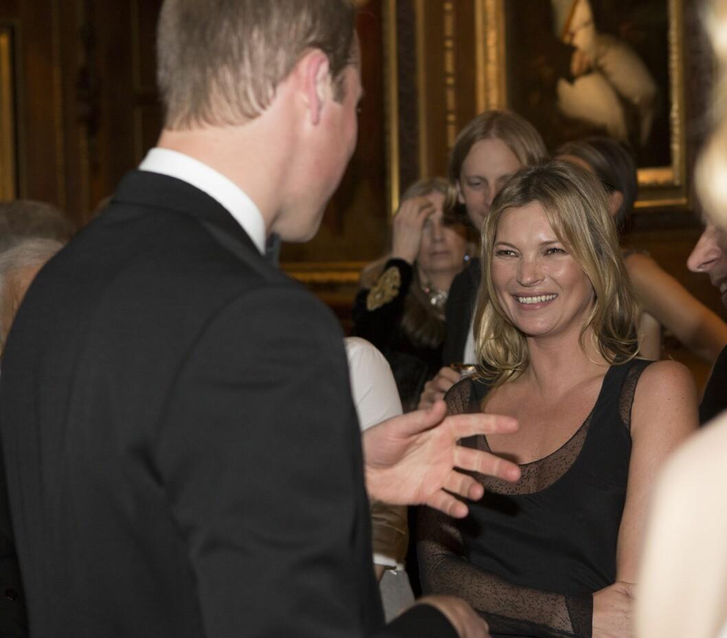 GOD STEMNING: Kate Moss hadde det tydelig hyggelig med prins William.   Foto: PA Wire/Press Association Images