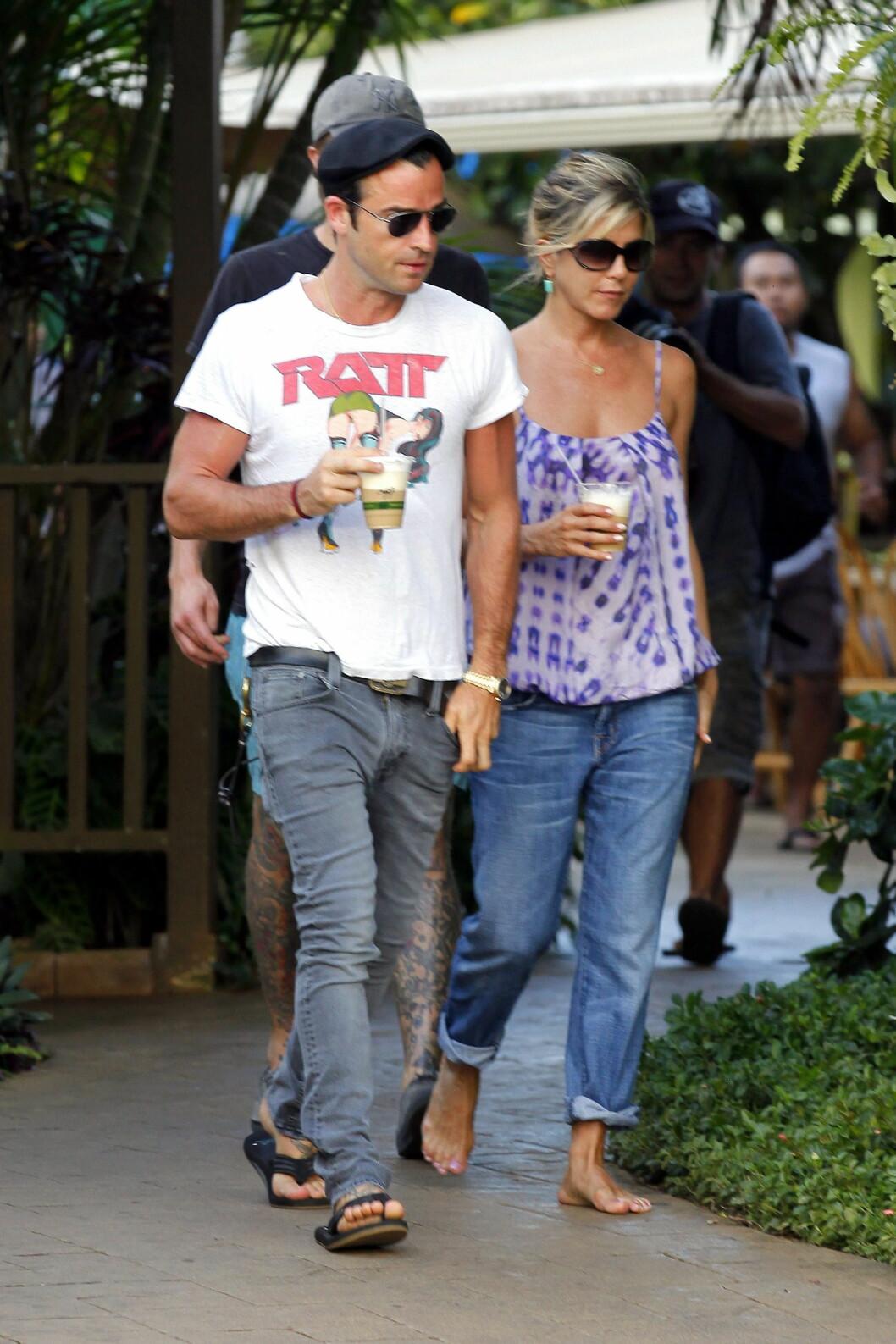 PLEIER KJÆRLIGHETEN: Både Jennifer og Justin elsker Hawaii, nå har de bestemt seg for å gift seg her. De har feriert i den vakre øygruppen flere ganger, her fra en romantisk ferie i 2011.   Foto: X17online.com